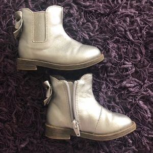 Girls Cat & Jack Silver Bow Boots Toddler 6